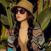 女性のボヘミアンスタイルのビーチハット