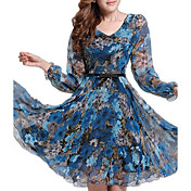 女性のプラスサイズ花柄のドレス、カジュアルなプリント