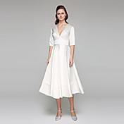 A-linje V-hals Te-længde Satin Bryllupskjole med Bælte / bånd ved LAN TING BRIDE®