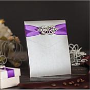 Doblado Triple Invitaciones De Boda Tarjetas de invitación Estilo clásico Papel de Perla Lazo de Cinta Piedras