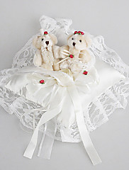 Snubní prsten polštář v saténu a krajky s Roztomilý medvěd
