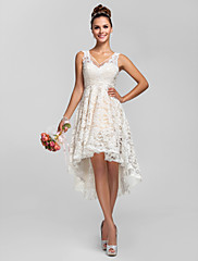 Lanting Bride® アシメントリー レース シースルー ブライドメイドドレス - Aライン / プリンセス Vネック プラスサイズ / ペティート とともに レース