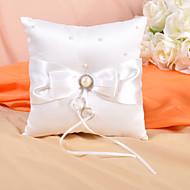 ring pute i elfenben sateng med pil og faux perle