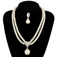 Lega splendido con l'insieme dei monili della perla delle donne tra cui collane, orecchini