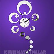 Часы настенные из зеркальных кругов в современном стиле