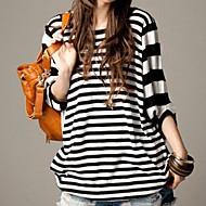 여성의 둥근 줄무늬 풀오버 티셔츠