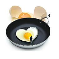 muffa dell'uovo fritto a forma di cuore