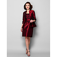 Lanting Sheath/Column Plus Sizes / Petite Mother of the Bride Dress - Burgundy Knee-length 3/4 Length Sleeve Taffeta