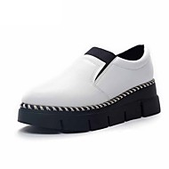 Women's Shoes Patent Leather Low Heel Comfort Flats Outdoor / Office & Career / Dress / Casual Black / White