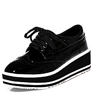 Women's Oxfords Fall Wedges / Round Toe Patent Leather Outdoor / Dress Wedge Heel Lace-up Black / White Others