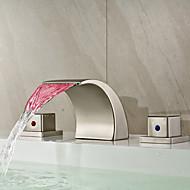 Moderne Udspredt LED / Vandfald with  Keramik Ventil To Håndtag tre huller for  Nikkel Børstet , Håndvasken vandhane