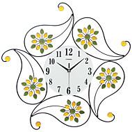 Moderne / Nutidig Huse Wall Clock,Andre Glass Jern Metall Polyresin 62*62CM Innendørs Klokke