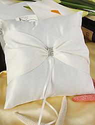 belle bague de satin oreiller blanc