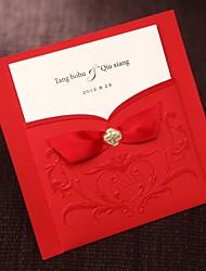 le style asiatique simples relief invitation de mariage à trois volets en rouge avec des rubans-set de 50/20