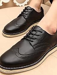 Zapatos de Hombre Oxfords Oficina y Trabajo / Vestido / Casual / Fiesta y Noche Cuero Sintético Negro / Blanco