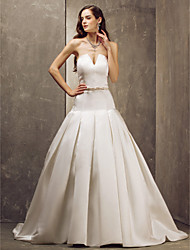 Lanting Bride® A-line Petite / Plus Sizes Wedding Dress - Elegant & Luxurious / Glamorous & Dramatic Sweep / Brush Train Strapless Satin