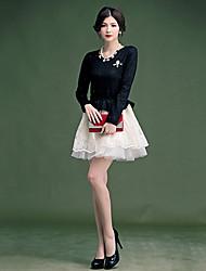 Señora vestido elegante de las mujeres del bordado