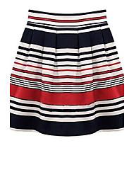 Frauen nehmen Printed Röcke