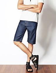 Thin taureau-perforateur de pantalon court des hommes