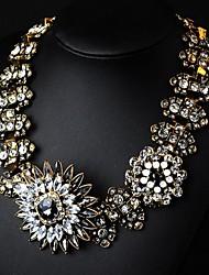 nouveau diamant collier de fleurs rétro en cristal d'alliage des femmes