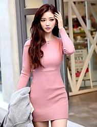 mini vestido de manga larga de cuello redondo delgado de la mujer
