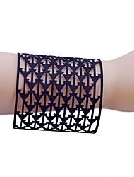 Lureme®Simple Style Triangle Stick A Skin Hollow Out  Bracelet