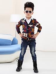 Mode und Persönlichkeit Jeans Jungen