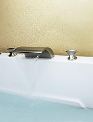 níquel cepillado contemporáneo cinco hoyos tres asas cascada grifo de la bañera con ducha de mano