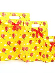 modèle de ballon à air chaud jaune coffret cadeau avec ruban