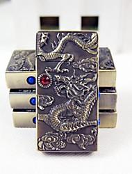 1 PC de gas butano estilo dragón creativo chorro de metal a prueba de viento más ligero con detector de dinero y función de luz de color al azar