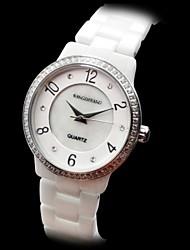 reloj de pulsera de cuarzo de banda de las mujeres de cerámica pequeño y redondo de marfil de línea