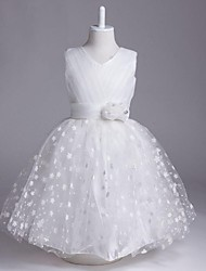 A-line Knee-length Flower Girl Dress - Organza Sleeveless V-neck with Flower(s) / Bandage