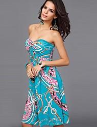 midi tubo más el vestido delgado de la mujer