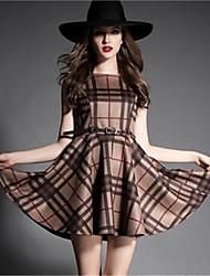 sem mangas à moda vestidos magros das mulheres