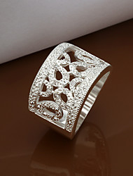 серебро женщин покрыло кольцо