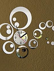 Стильные настенные часы с зеркальными элементами