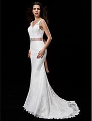 Trumpet/Mermaid Wedding Dress - Ivory Court Train V-neck Lace