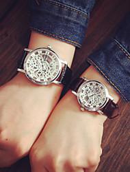 Мужской Женские Для пары Модные часы С гравировкой Кварцевый PU Группа Черный Коричневый
