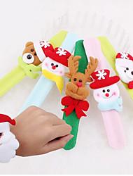 рука застежка браслета шарика рождества цвет подарка рождества случайный