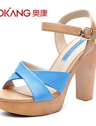sandálias de couro sintético das mulheres aokang® - 132825135