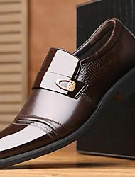 Sapatos Masculinos Mocassins Preto / Marrom Couro Envernizado Escritório & Trabalho / Casual