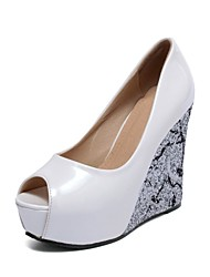 Women's Shoes Leatherette Wedge Heel Wedges / Peep Toe Sandals Wedding / Party & Evening / Casual Black /  White