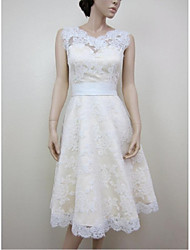 A-line Wedding Dress Knee-length Jewel Lace / Satin with Appliques / Lace