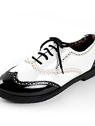 Women's Shoes Patent Leather Low Heel Comfort / Round Toe Oxfords Dress / Casual White
