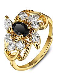 Luxuriöse Blumenparty 18k Gold überzogene schwarze Rhinestoneverlobungsringe für Frauen