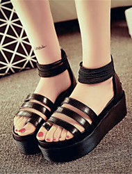 Zapatos de mujer-Plataforma-Punta Abierta / Creepers-Sandalias-Oficina y Trabajo / Fiesta y Noche-Semicuero-Negro / Blanco