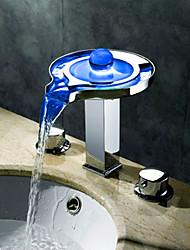 Современный Разбросанная Водопад LED with  Керамический клапан Три отверстия Две ручки три отверстия for  Хром , Ванная раковина кран