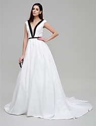 TS Couture® Formal Evening Dress Ball Gown V-neck Chapel Train Taffeta with Beading / Pockets / Sash / Ribbon
