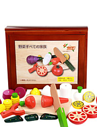 A Large Wooden Box of Fruits and Vegetables Earnestly, Wooden Children's Play House, Magnetic Toys