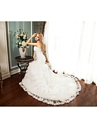 Trumpet / Mermaid Wedding Dress Chapel Train Sweetheart Tulle with Button / Ruche